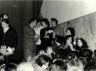 El cantante Ismael firmando autografos. F. Llorente