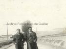 Dos jovenes en la carretera de Segovia. F.Llorente